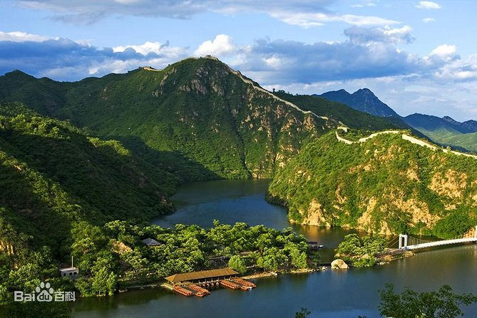 Huanghuacheng Lakeside Wild Great Wall Hiking photo 3