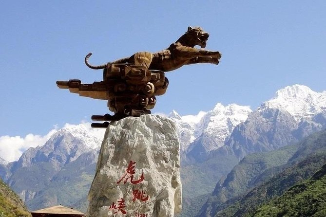 Private day tour to Tiger leaping gorge Zhiyun Lamaism monastery from Lijiang