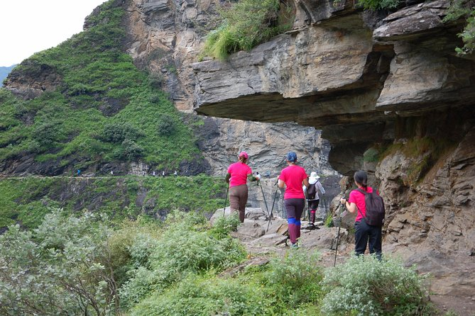 2 days Hiking tour at Tiger leaping gorge with accommodation start from Lijiang photo 1