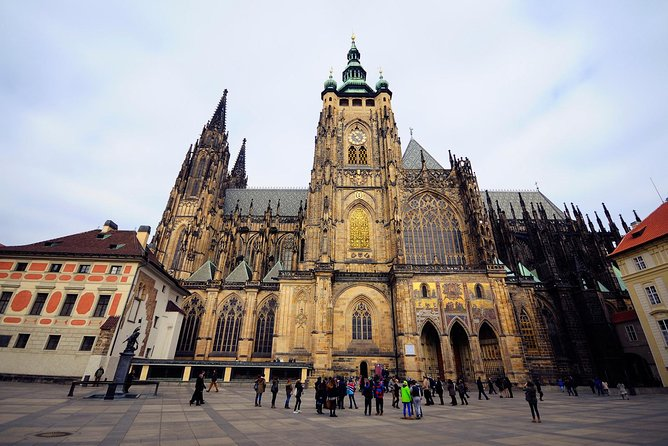 Prague Small-Group City Tour and 1-hour Vltava River Sightseeing Cruise