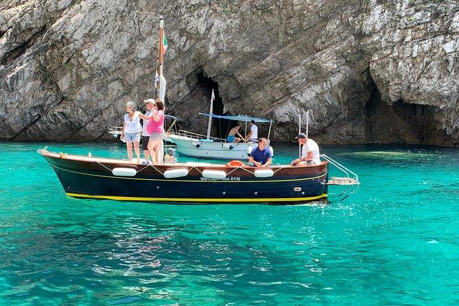 Boat Tour in Capri Italy