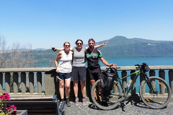 Private e-Bike Tour from Appian Way to Castelgandolfo Lake with Lunch