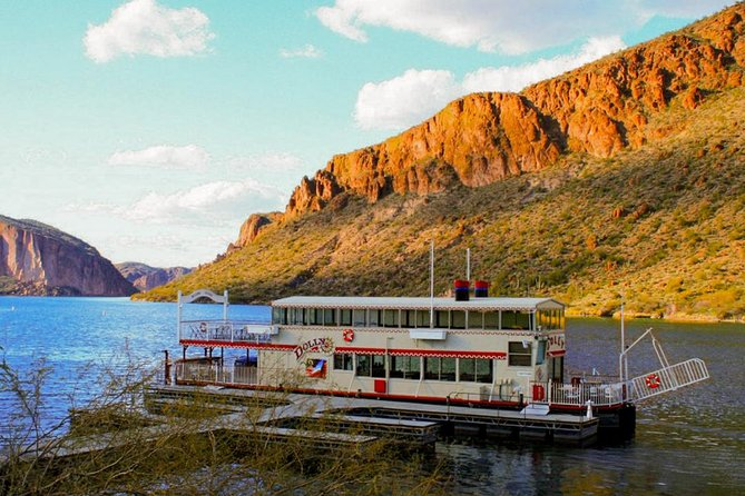 Apache Trail Day with Dolly Steamboat Tour from Phoenix
