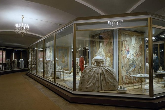 Private tour: Kremlin, Armoury: the World of Amazing Faberge and Diamond Fund