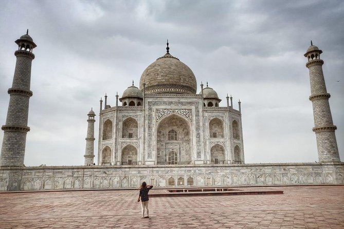 Unforgettable day tour of Tajmahal