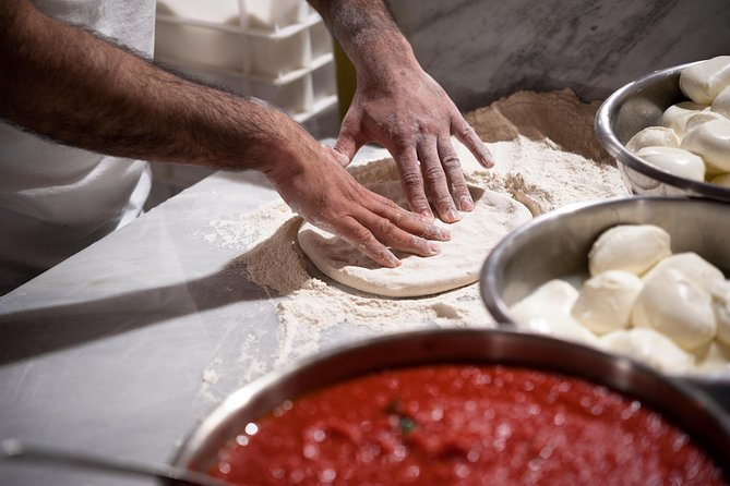 Private Pizza & Tiramisu Class at a Cesarina's home with tasting : San Gimignano
