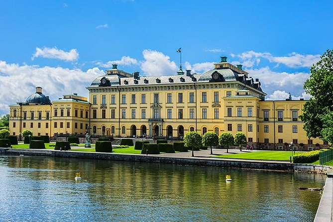 PRIVAT tour to Drottningholm palace in Stockholm by VIP car and private guide