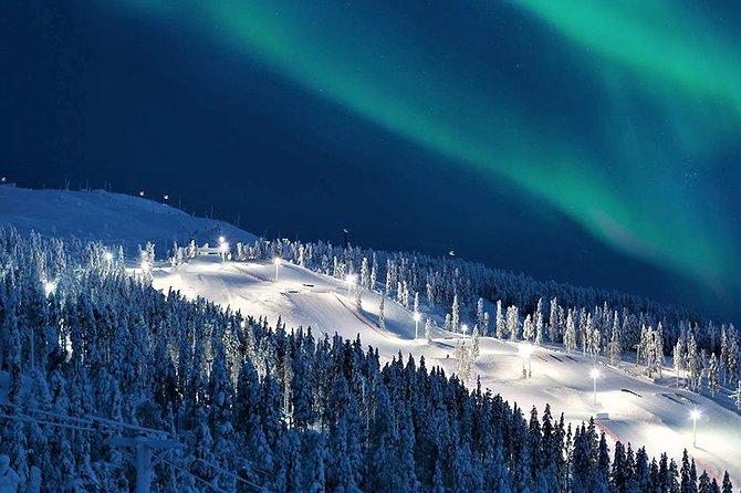 Private Northern Lights hunt tour by VIP car with from Rovaniemi