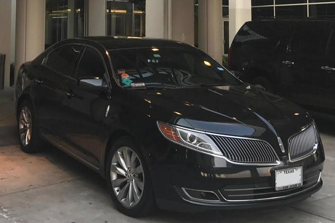 Arrival Private Transfer Houston George Bush Airport IAH to Houston by Sedan Car
