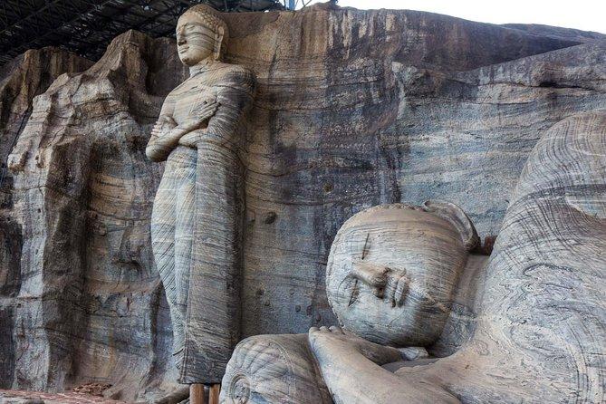 2 Day tour to Kandy , Polonnaruwa , Pasikuda