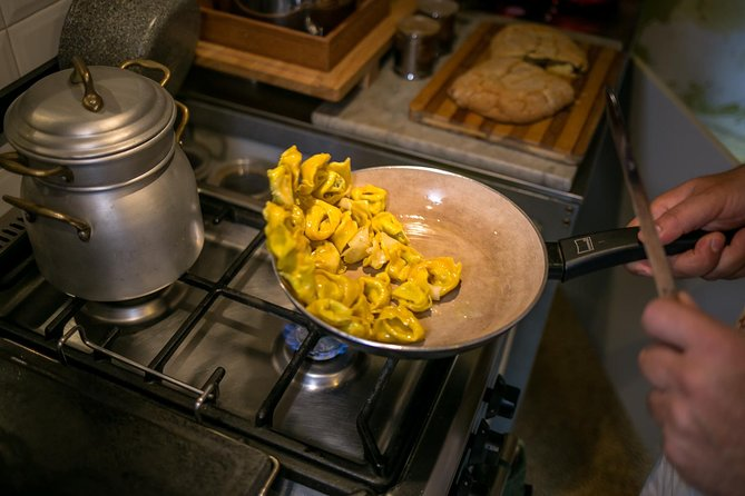 Private Pasta & Tiramisu Class at a Cesarina's home with tasting in Gubbio