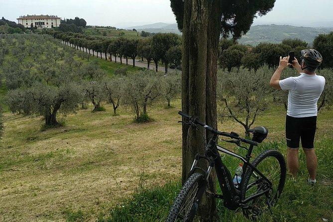 E-bike in Tuscany and Medici's villa