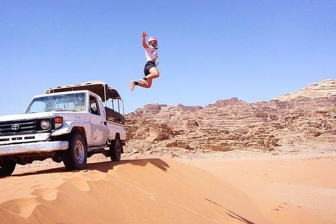 Jeep Tour with Professional Guide in Wadi Rum (2 hours)