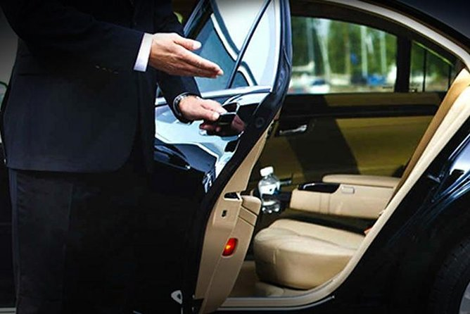 Private Shanghai Pudong Airport Arrival Transfer to Shanghai City Center