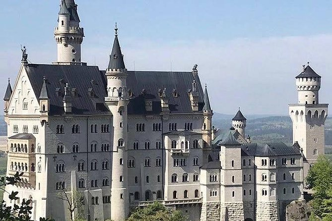 Neuschwanstein (Private in Portuguese | Train with Brazilian Guide in Munich)