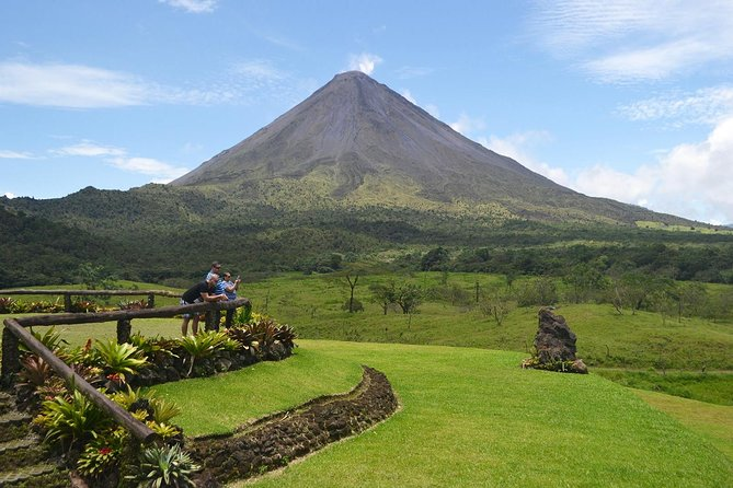 Private transfer from SJO Airport to Arenal