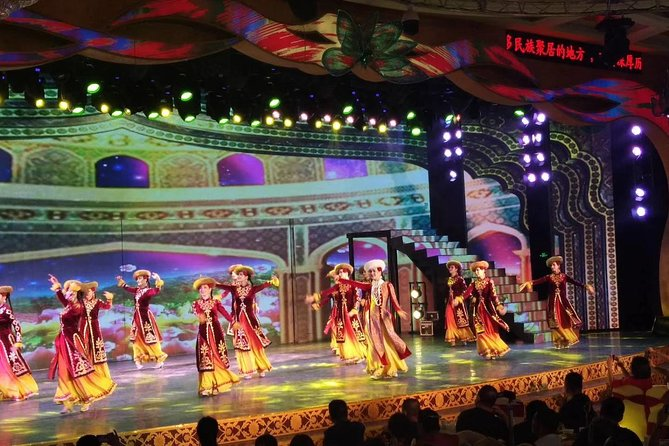 Private Afernoon Tour to Erdaoqiao Bazaar and Show with Dinner in Urumqi