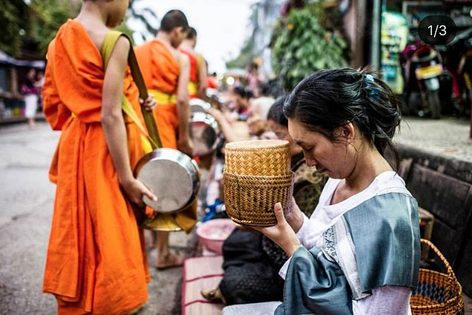 Morning Buddhist Almsgiving and Amazing Temples Tour
