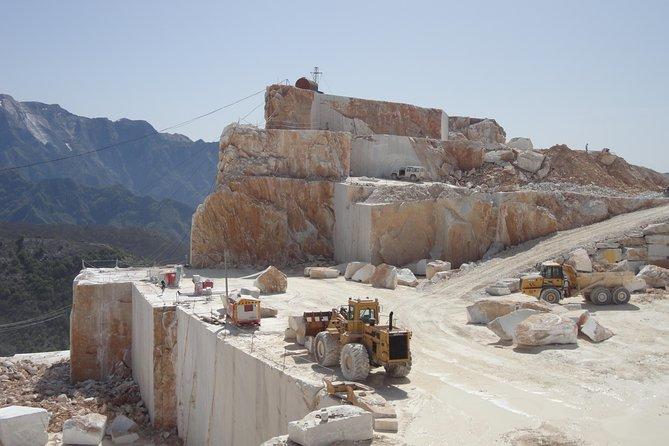 Tour of the Carrara quarries and artistic laboratories of Pietrasanta
