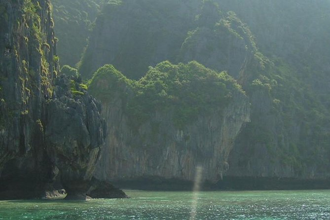 Joint Phi Phi Island Tour by Big Boat (Transfer Normal) with Thai Buffet Set photo 3