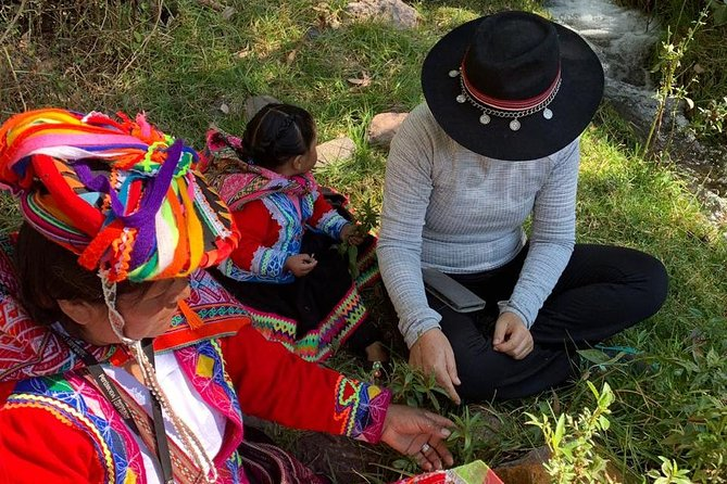 Natural Dyeing and Weaving Experience in the Sacred Valley (Textile Workshop)