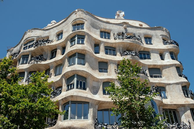 Gaudi and Modernism Private Tour with a Local Architect photo 9