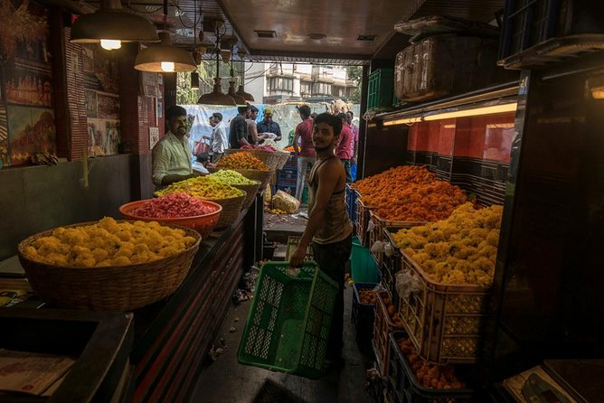 Photography Tour of Mumbai at Dawn: With spices & thieves market & transport