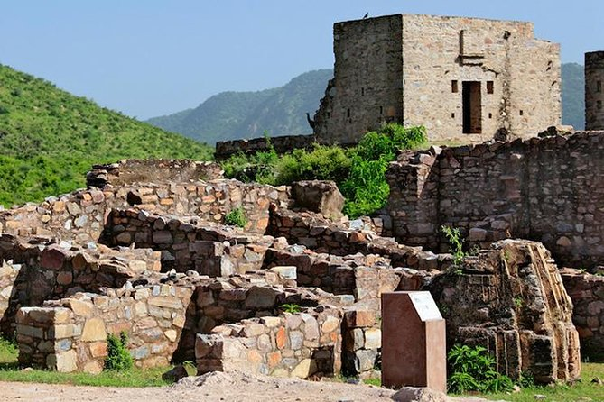 Private Custom Guided Tour: Visit to haunted Bhangarh Fort from Jaipur