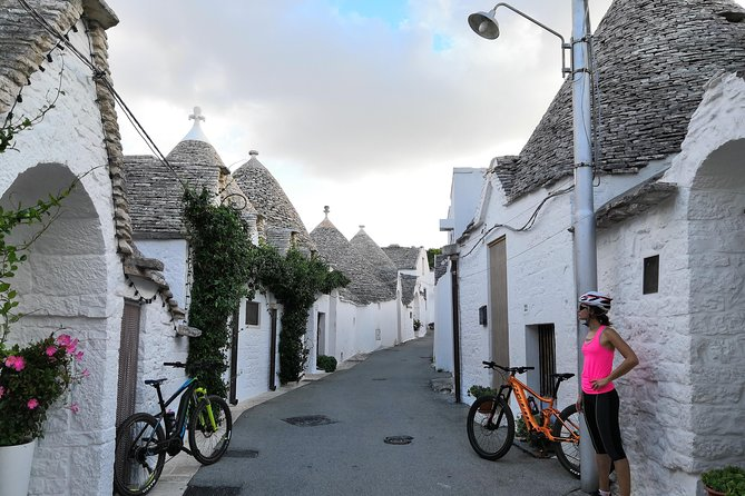 Alberobello and Masseria + tasting of Mozzarella and Focaccia in E-bike