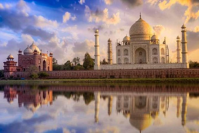 All Inclusive: Agra Taj Mahal Tour from Delhi by car