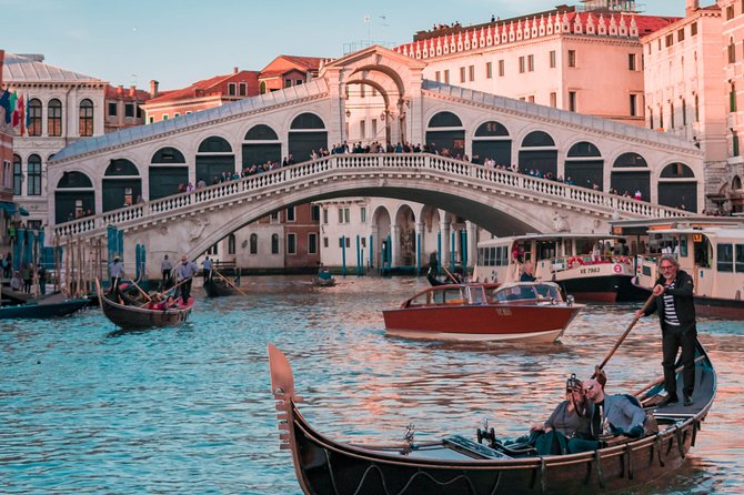 Private Transfer from Budapest to Venice with 2h of Sightseeing