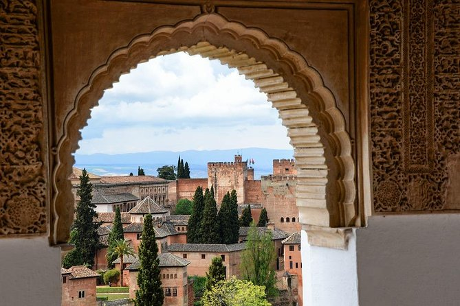 Private official tour guide for visit to Alhambra in Granada from Cordoba Hotel