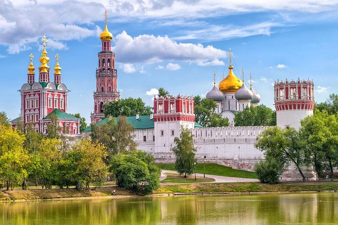 Novodevichy Convent and Cemetery Private Tour (with metro ride)