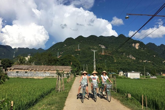 Full Day Mai Chau Hiking and Biking Tour from Hanoi with Transfer Roundtrip