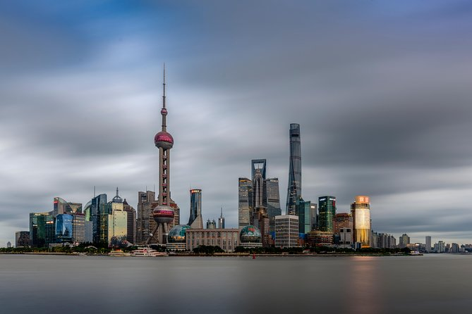 A Private Shanghai Full-Day Tour with Oriental Pearl TV Tower Buffet Dinner