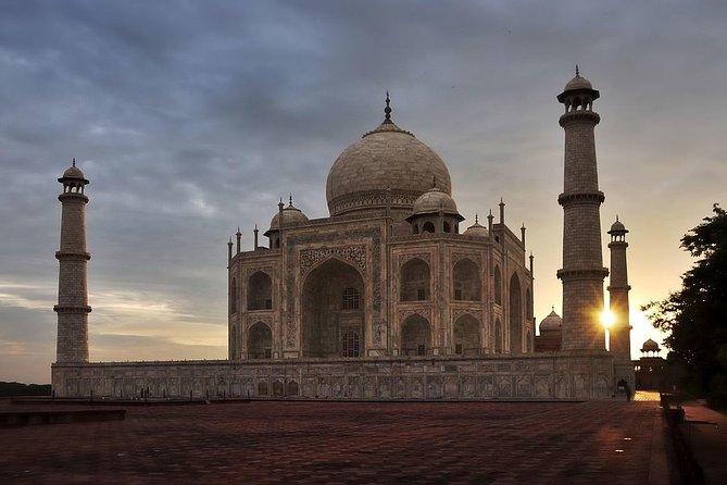 Sunrise tour of Taj Mahal from New Delhi