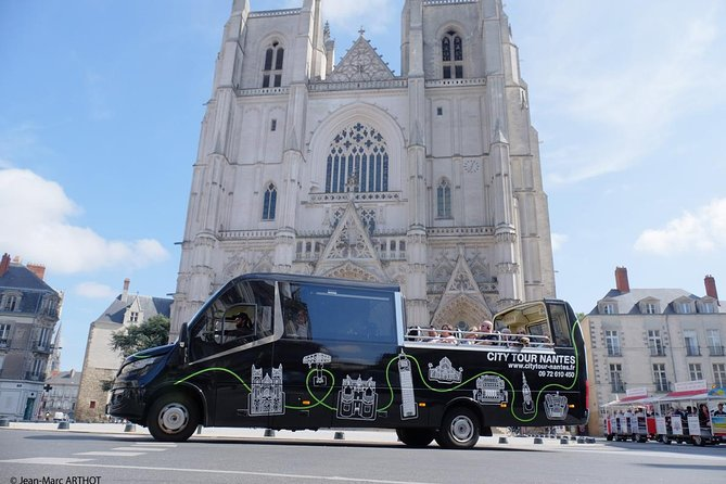 Commented tour of Nantes by cabriolet bus