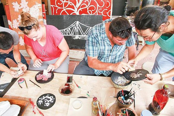 Tradional lacquer paitining village ✭ Making lacquer painting