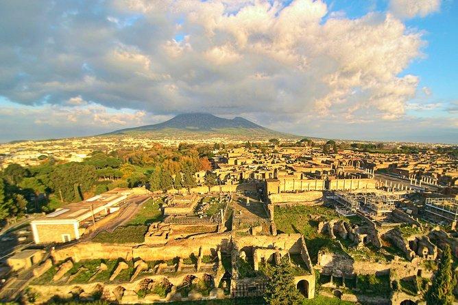 From Rome: Private Day Tour of Pompeii & Positano