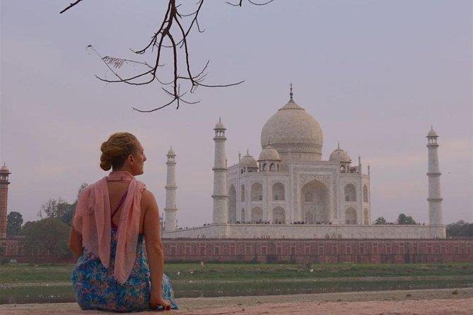 Agra Overnight Tour With Taj Mahal and Fatehpur Sikri