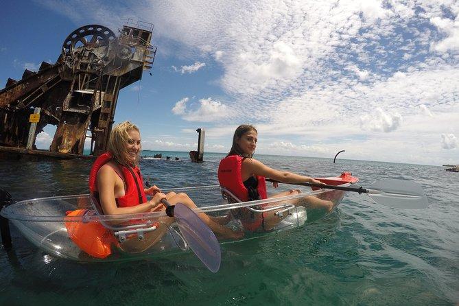 Viagem diurna à Ilha Moreton (caiaque, snorkel e sandboard) de Brisbane ou Gold Coast