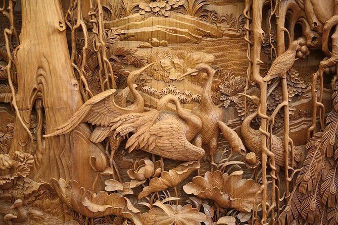 Wood carving at Đồng Kỵ traditonal carpentry village