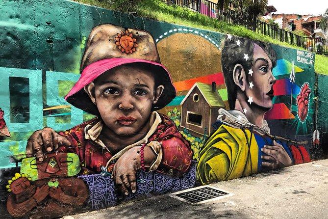 Private Tour To Comuna 13, Cable Car, Graffiti Route & Electric Scalators