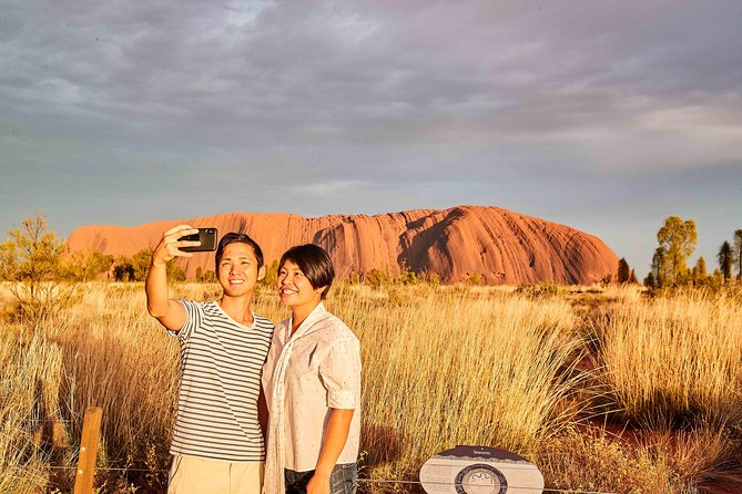 Japanese Guided Uluru Sunrise Climb and Walk