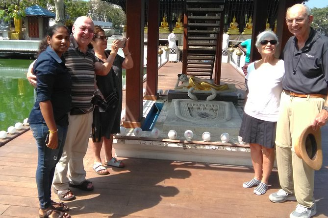 Private Colombo City Tour with Female Tour Guide