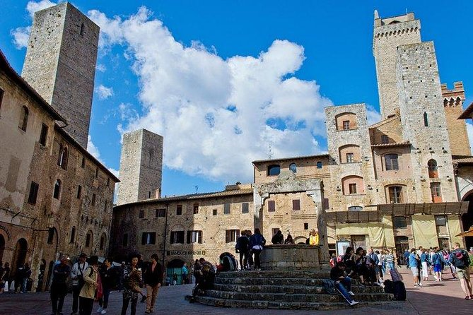 Private walking tour in San Gimignano with a local licensed guide