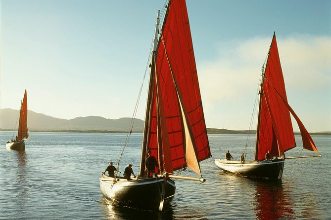 Sail in a traditional Galway Hooker, Connemara. Guided.2 hours