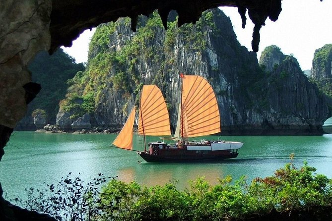 Sharing Ha Long Bay Full Day Tour from Hanoi by Cruise