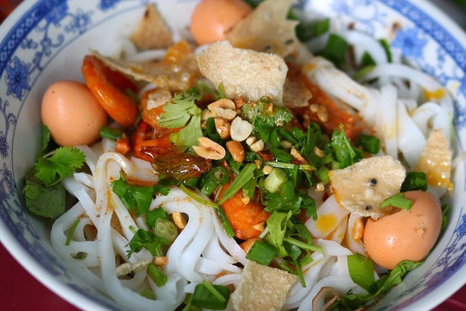 Hoi An Food Tour by Motorbike with Tastings and Dinner