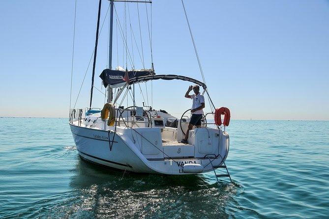 4 hours private Sailing trip to Oeiras beach